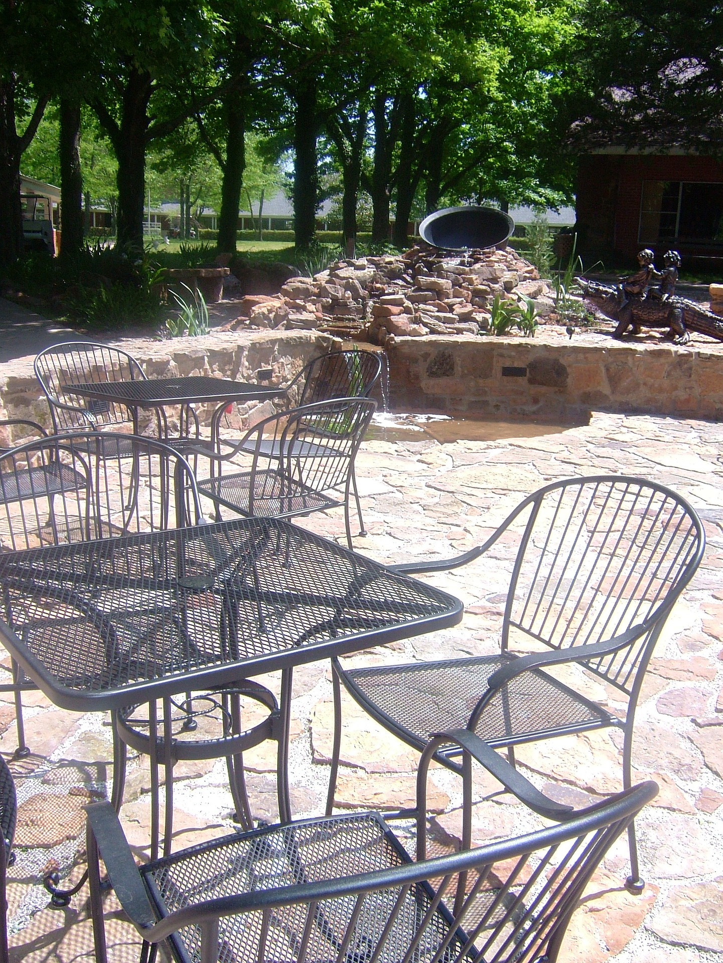 The essentials of selecting garden furniture